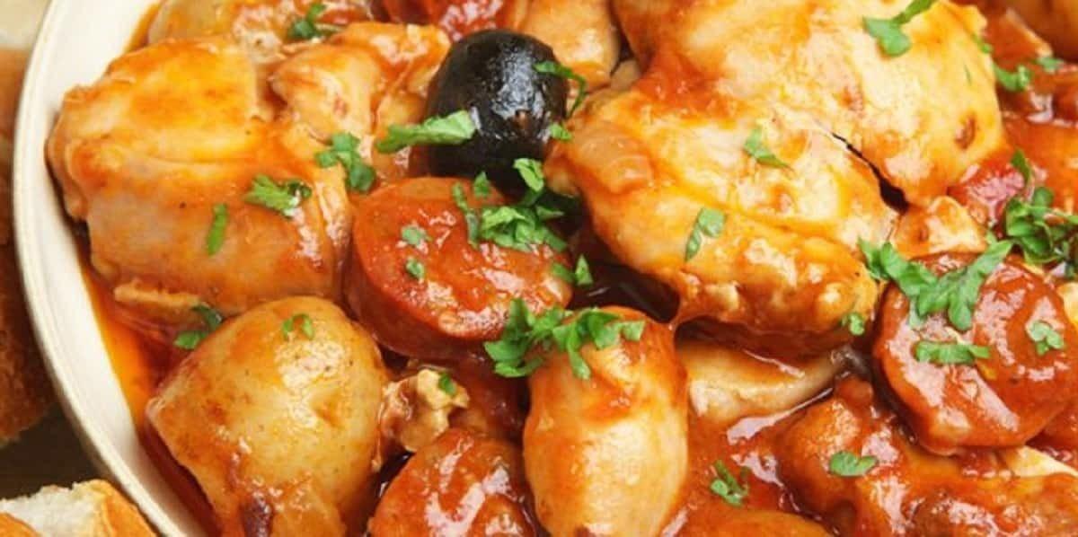 Poulet sauté au chorizo olives et tomates-un vrai régal.