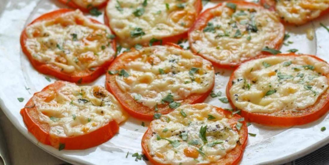 Les tomates cuites au Parmesan!