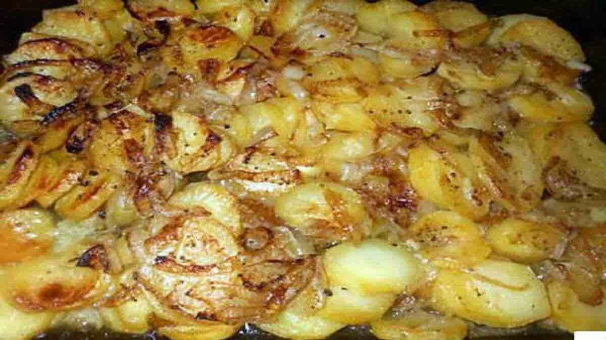 Pommes de terre boulangère au four